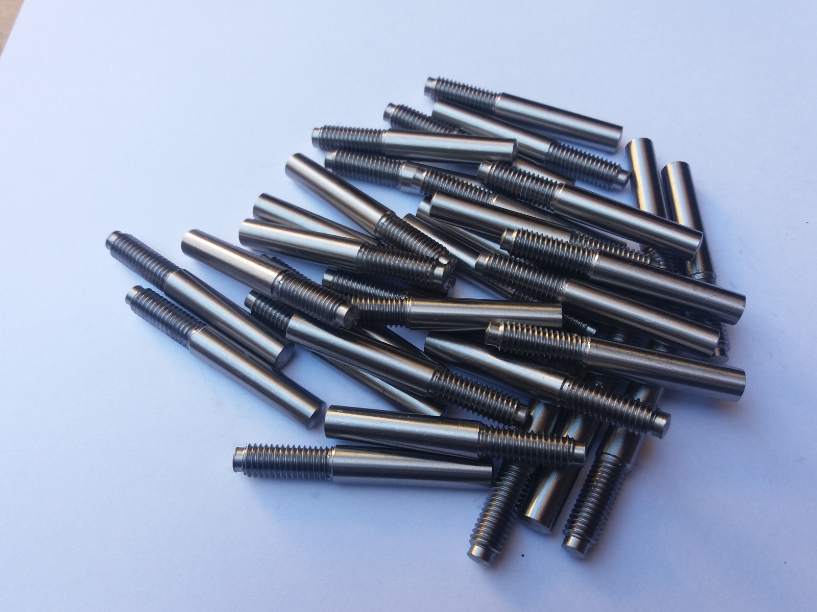 kołki stożkowe z czopem gwintowanym<br/>PN/M-85022, DIN-7977